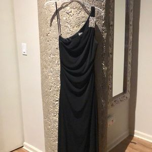 Caché formal black gown
